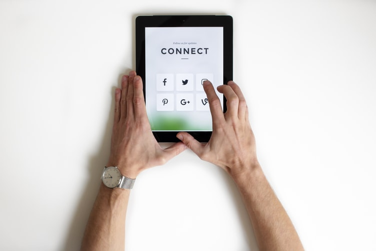 using social platforms to boost website visitor count